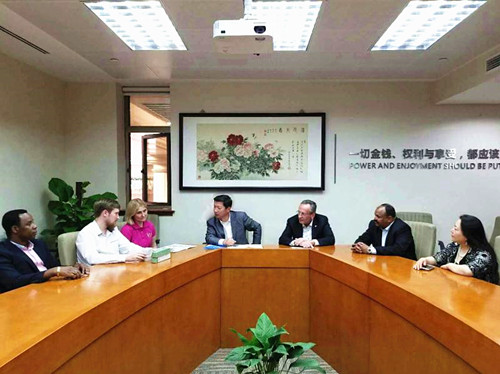 美国中医专家欧阳珊婷访问大会秘书处